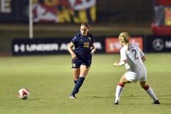 2015 el fútbol de las mujeres del NCAA - WVU-Maryland Fotos de archivo libres de regalías