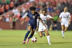 2015 el fútbol de las mujeres del NCAA - WVU-Maryland Imagen de archivo libre de regalías