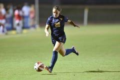 2015 el fútbol de las mujeres del NCAA - WVU-Maryland Imágenes de archivo libres de regalías