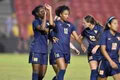 2015 el fútbol de las mujeres del NCAA - WVU-Maryland Fotografía de archivo