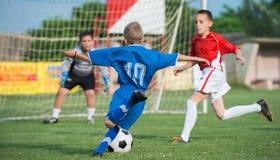 El fútbol de los niños Fotografía de archivo libre de regalías