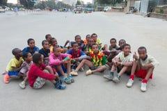 El fútbol de los niños en Etiopía Imagen de archivo libre de regalías