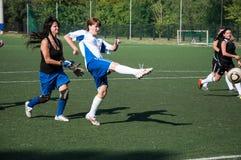 El fútbol del juego de las muchachas, Foto de archivo libre de regalías