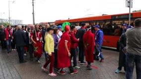 El fanático del fútbol marroquí grita el ` de Kaliningrado de las gracias del ` almacen de video
