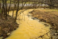 El fango lame cala en la etapa de la inundación fotografía de archivo