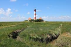 El faro de Westerhever en la costa de Schleswig-Holstein en Alemania fotos de archivo