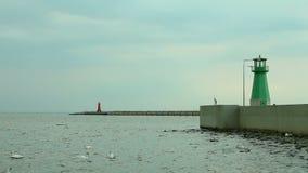 El faro en el mar Báltico de Gdansk metrajes
