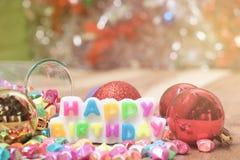 El feliz cumpleaños pone letras a la vela Fotografía de archivo libre de regalías