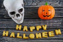 El feliz Halloween redacta la decoración en fondo de madera Foto de archivo libre de regalías