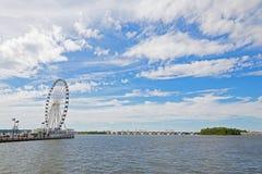 El Ferris del puerto y de Woodrow Wilson Memorial Bridge nacionales a través del río Potomac, Maryland, los E.E.U.U. Fotos de archivo libres de regalías
