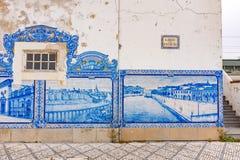 El ferrocarril de Aveiro es edificio histórico adornado con los muchos paneles azules típicos de Azulejos Fotos de archivo libres de regalías