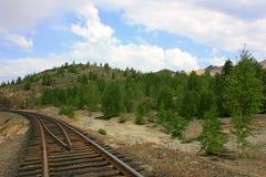 El ferrocarril debajo del cielo azul Fotos de archivo libres de regalías