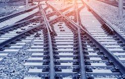 El ferrocarril delantero de la manera en la oscuridad fotos de archivo libres de regalías