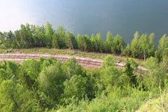 El ferrocarril por el río Yenisei imagen de archivo libre de regalías
