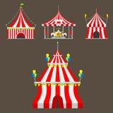 El festival al aire libre de la carpa de la tienda del entretenimiento de la demostración del circo con las rayas y las banderas  Fotografía de archivo