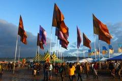 El festival de música de Glastonbury aprieta banderas de las tiendas del fango Imagenes de archivo