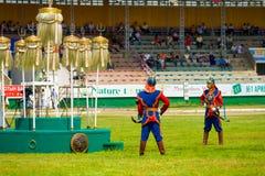 El festival de Naadam guarda el estadio blanco de nueve banderas Imagen de archivo