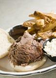 El filete del emparedado de la carne de vaca de la falda fríe la salsa de barbacoa Fotografía de archivo