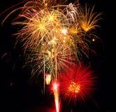 El final magnífico en la demostración de los fuegos artificiales foto de archivo