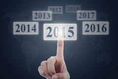 El finger selecciona 2015 en la pantalla virtual Imágenes de archivo libres de regalías