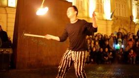 El fireshow público organizó en Timisoara, Rumania metrajes