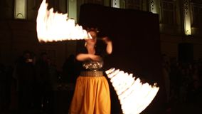 El fireshow público organizó en Timisoara, Rumania almacen de metraje de vídeo