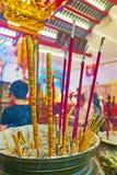 El florero con insence se pega, templo de Guanyin Gumiao del chino, Yan Imagen de archivo libre de regalías