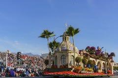 El flotador de la orilla hermosa en Rose Parade famosa Foto de archivo libre de regalías