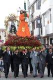 El flotador religioso pesado llevó por los hombres en Ecuador Fotos de archivo