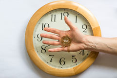 El fluir del tiempo sale de nuestras manos Fotografía de archivo libre de regalías