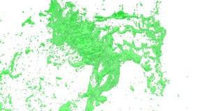 El flujo de líquido verde como el jarabe de azúcar o limonada dulce hace girar en un torbellino o un tornado El flujo de líquido  almacen de video