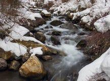 El flujo del invierno: Poca cascada del barranco del Cottonwood fotografía de archivo
