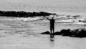 El Fly-fishing en B&W Imagen de archivo