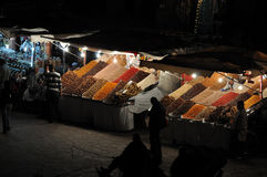 EL Fna de Djemaa la nuit, Marrakech Photo libre de droits