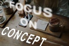 El foco en blanco del concentrado del objetivo determina concepto Imagenes de archivo