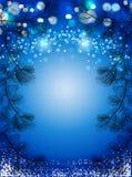 El fondo azul de la Navidad con nieve y el pino negro atavía, fondo chispeante del vector del invierno Fotografía de archivo libre de regalías