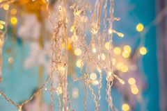 El fondo brillante de la Navidad, Año Nuevo enciende las guirnaldas Fotos de archivo libres de regalías