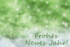 El fondo chispeante verde de la Navidad, nieve, Frohes Neues significa Año Nuevo Fotos de archivo libres de regalías