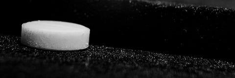 El fondo con las píldoras blancas es macro foto de archivo libre de regalías