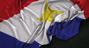 El fondo 3D de Saba Flag Wrinkled On Dark rinde Foto de archivo