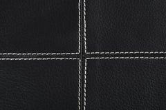 El fondo de cuero negro cosió para arriba por blanco Imagenes de archivo