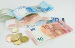 El fondo de diversas monedas Dinero de los países diferentes: el aislador del dinero de los países diferentes imagenes de archivo