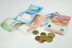 El fondo de diversas monedas Dinero de los países diferentes: el aislador del dinero de los países diferentes fotografía de archivo