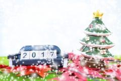 El fondo de la Feliz Navidad y numera 2017 t Fotos de archivo libres de regalías