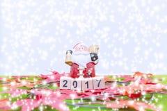 El fondo de la Feliz Navidad y numera 2017 t Imágenes de archivo libres de regalías