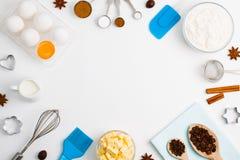 El fondo de la hornada eggs las herramientas de la cocina de las especias de la leche de la harina Fotos de archivo