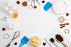 El fondo de la hornada eggs las herramientas de la cocina de las especias de la leche de la harina Fotografía de archivo