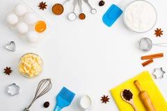 El fondo de la hornada eggs las herramientas de la cocina de las especias de la leche de la harina Imagen de archivo libre de regalías