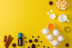 El fondo de la hornada eggs las herramientas de la cocina de las especias de la leche de mantequilla Fotografía de archivo libre de regalías