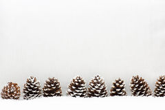 El fondo de la luz de la Navidad tiene conos Imagenes de archivo